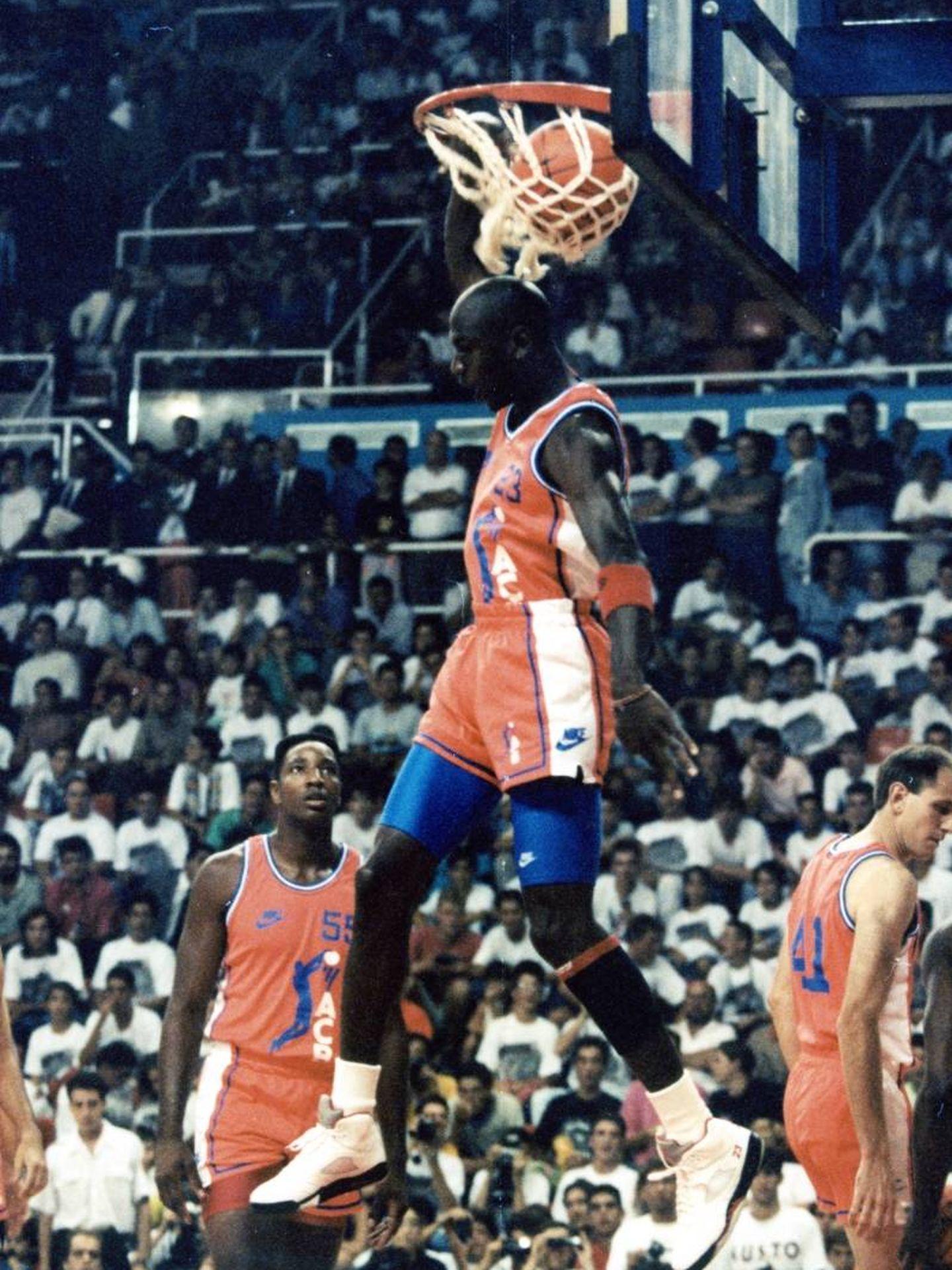 Uno de los mates de Jordan en aquel partido. (ACB Photo)