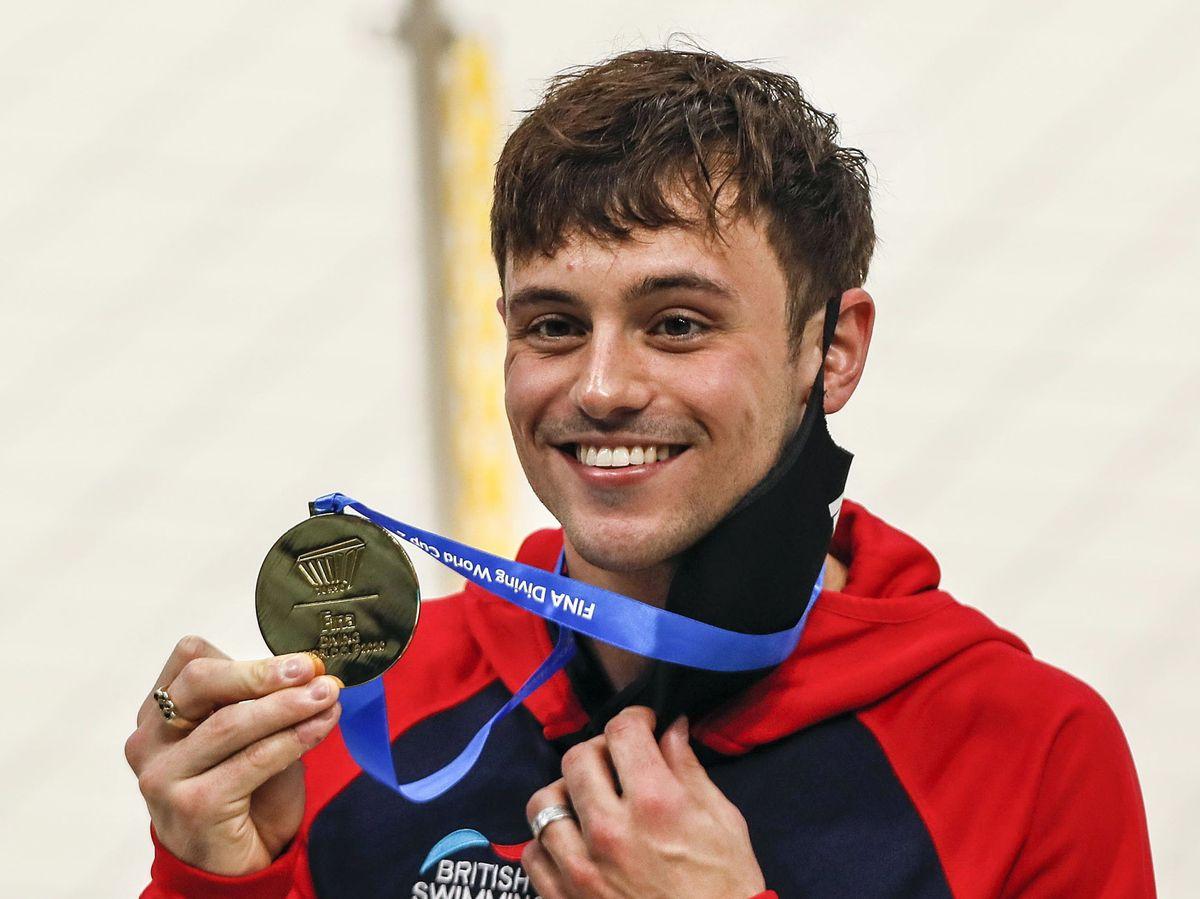 Foto: Tom Daley, oro olímpico en salto de trampolín en Tokio 2020. (EFE)