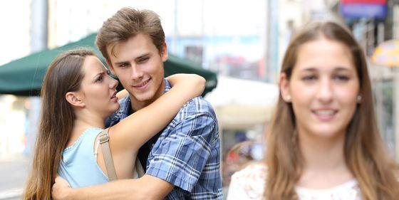 33414ae1429ad Relaciones de pareja  La razón por la que miramos a otros cuando estamos con  nuestra pareja