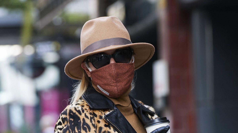 El uso de la mascarilla no exime de la aplicación de protección solar. (Imaxtree)