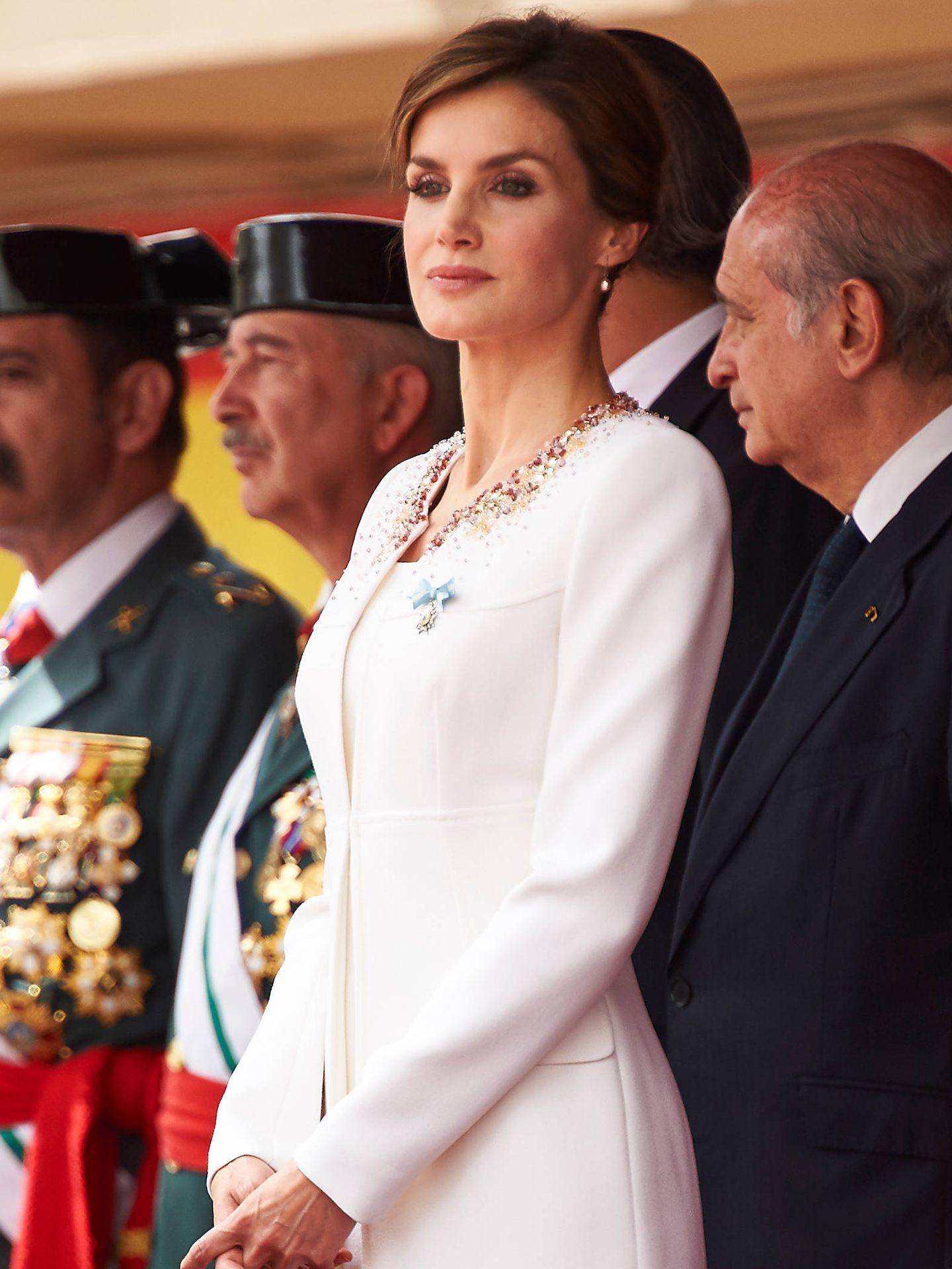 La Reina, con la Guardia Civil. (LP)