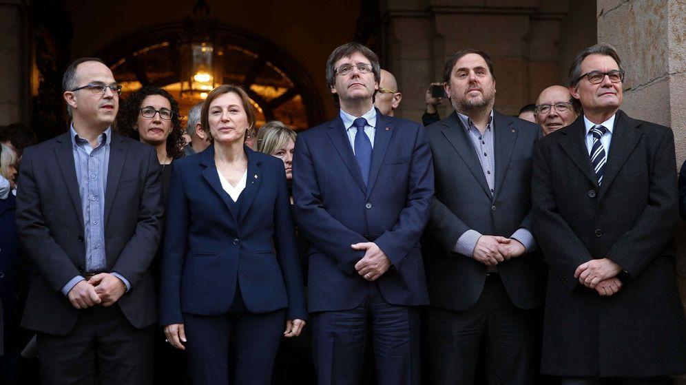 Foto: Carme Forcadell, Carles Puigdemont, Oriol Junqueras, Artur Mas y el portavoz de Junts Pel Sí, Jordi Turull. (EFE)