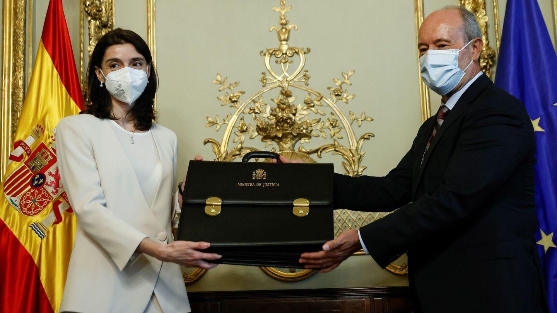 Pilar Llop, con Juan Carlos Campo en el traspaso de la cartera de Justicia. (EFE)