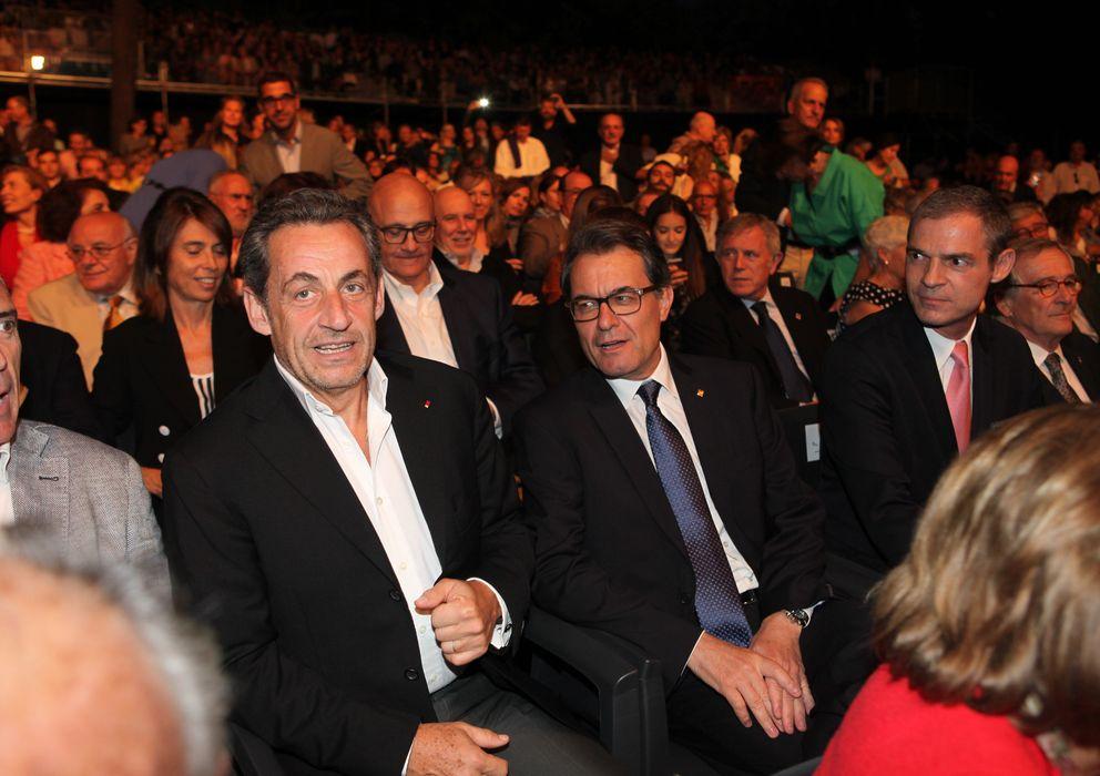 Foto: Nicolás Sarkozy acompañado por Artur Mas en el concierto que Carla Bruni ofreció en Barcelona (Vanitatis)