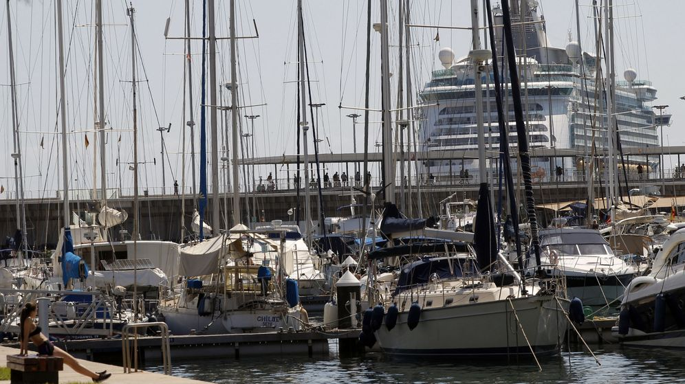 Foto: Un crucero entra en el puerto de Valencia. (EFE)