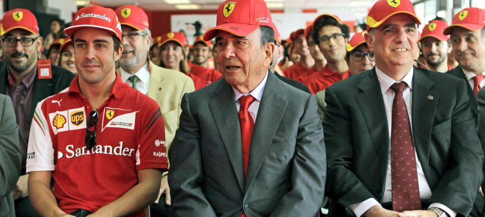 Foto: Emilio Botín, junto al deportista Fernando Alonso (i) en una imagen de archivo. (Efe)
