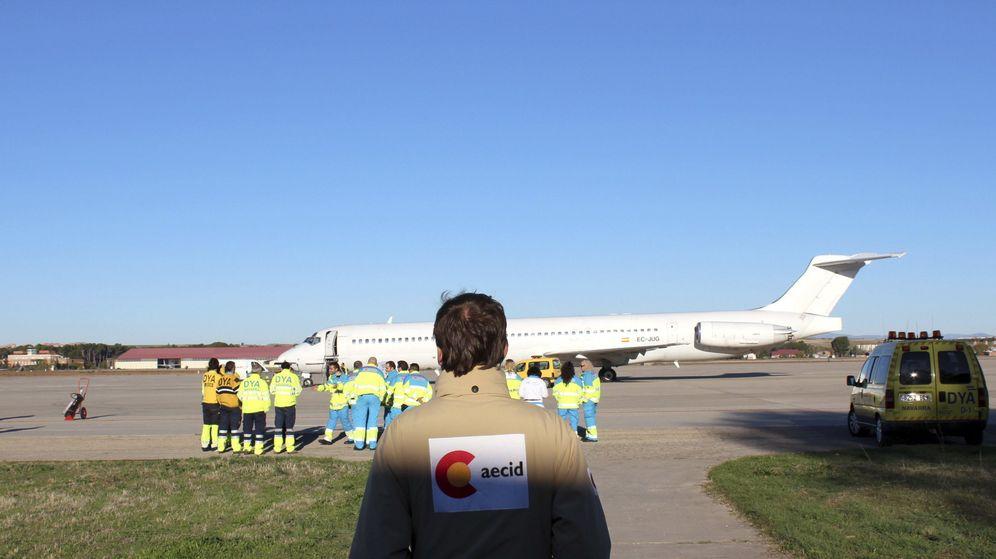 Foto: Salida de avión de la AECID hacia Filipinas, en noviembre de 2013
