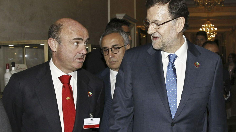 Luis de Guindos y Mariano Rajoy (EFE)