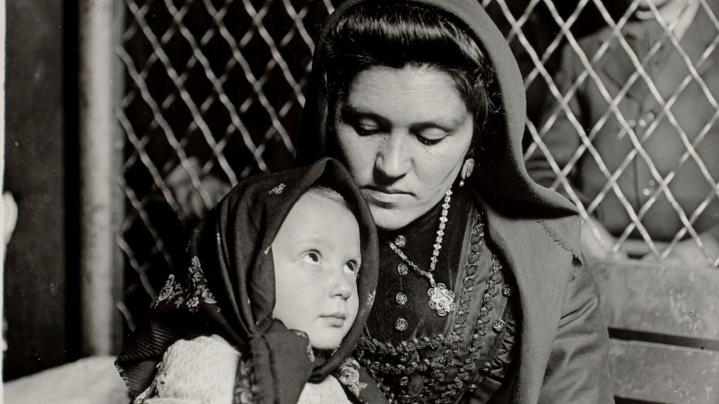 Lewis w. hine, italian madonna, ellis island 1905. transfer from photo league lewis hine memorial committee; ex-collection of corydon hine. © george eastman house collection