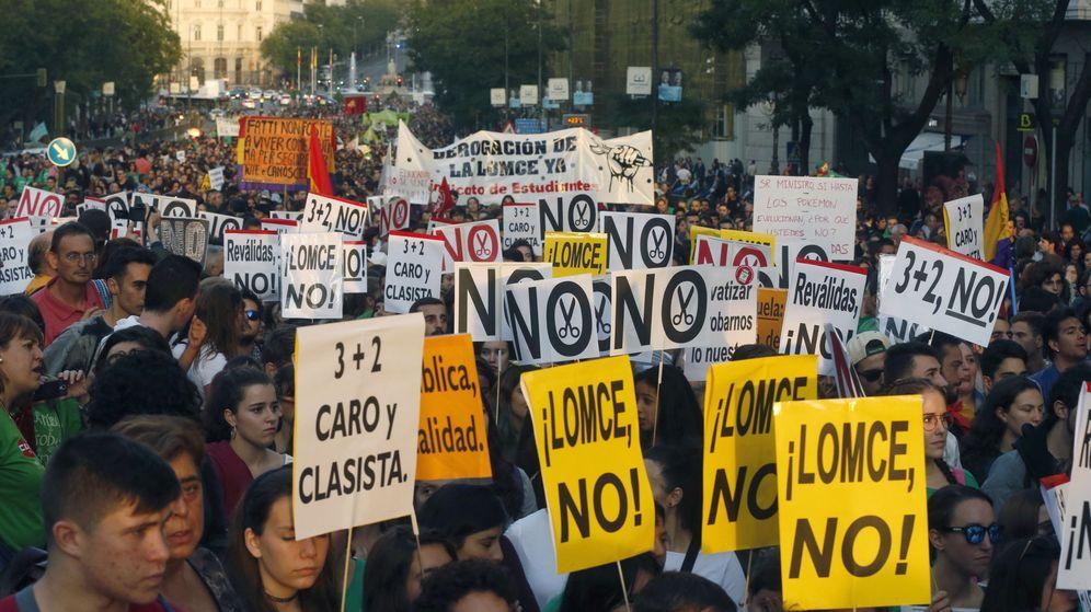 Foto: Manifestación convocada por la Plataforma por la Escuela Pública Madrid para protestar contra la LOMCE y las reválidas. (Efe)