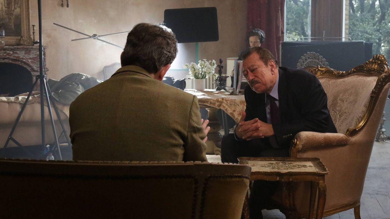 Peter Bergen entrevista a Abdel Bari Atwan, un periodista afín a Bin Laden. (National Geographic)