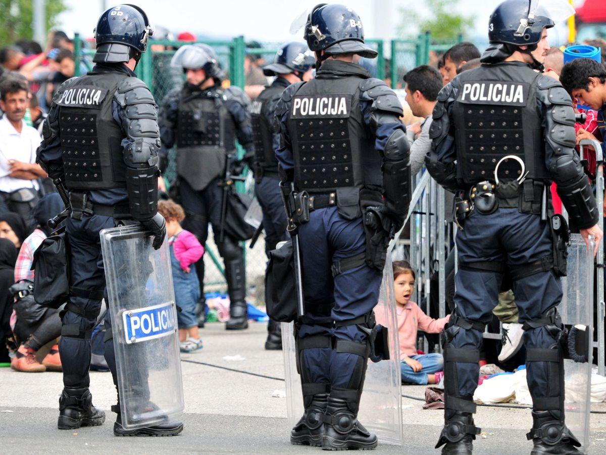 Foto: Agentes de policía en Eslovenia. (EFE)