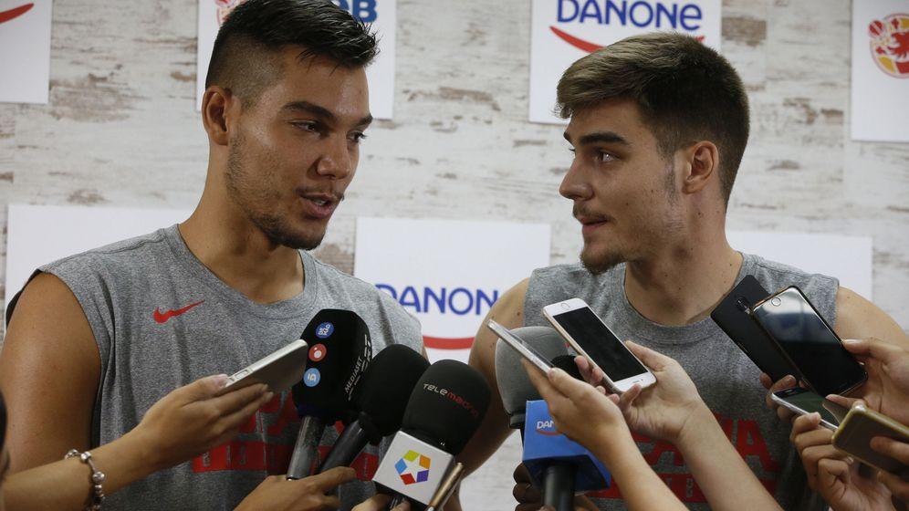 Foto: Los hermanos Hernángomez —Wiily (i) y Juancho (d)— ya saben lo que es ganar una medalla juntos: lograron la plata en el EuroBasket sub-20 de 2014. (EFE)