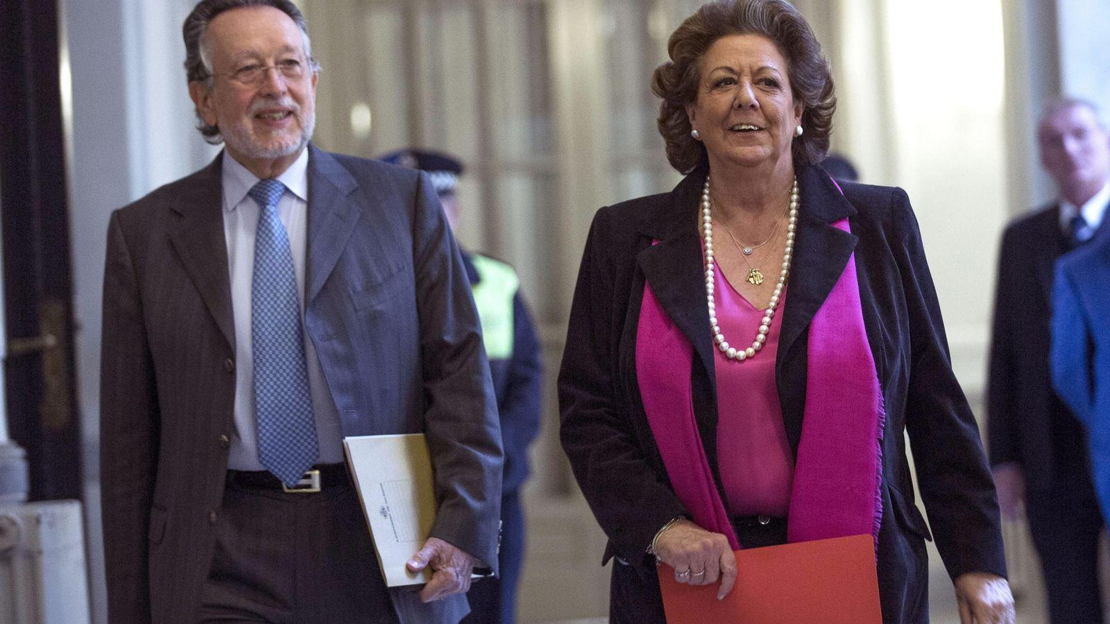 Foto: El exvicealcalde de Valencia, Alfonso Grau, junto a la exalcaldesa, Rita Barberá. (Efe)