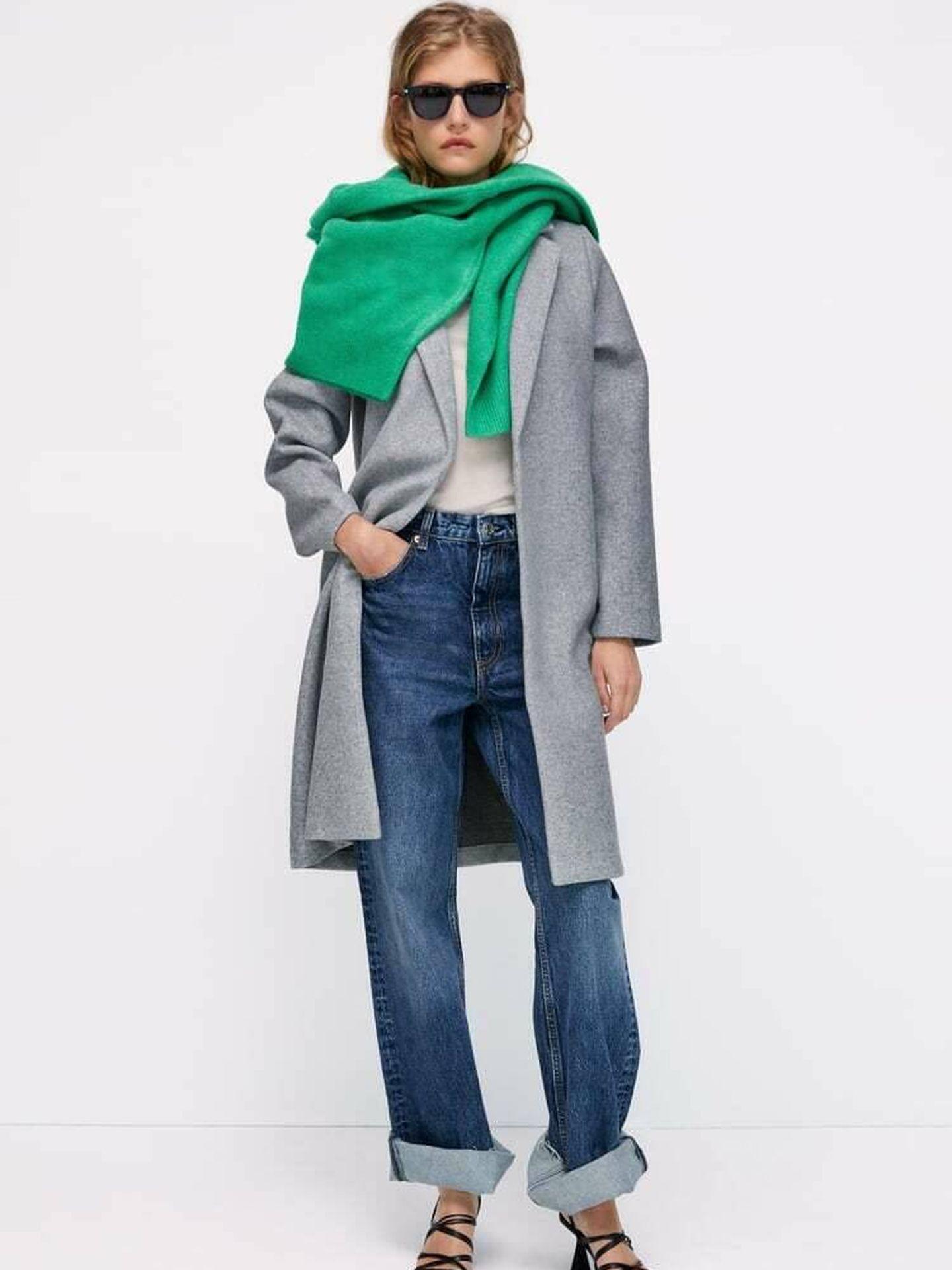 El abrigo gris de Zara. (Cortesía)