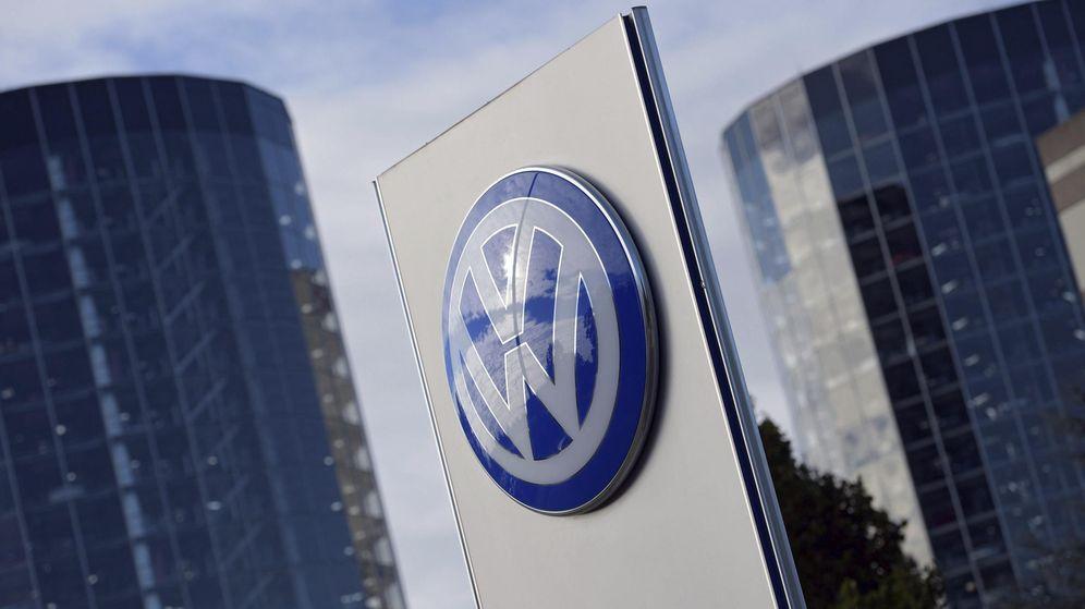Foto: El logotipo de Volkswagen en la ciudad del automóvil en Wolfsburgo (Alemania). (EFE)