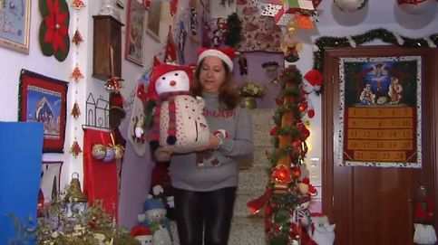 6.000 objetos navideños en su casa: la fiebre de la 'Mamá Noel de Granada'
