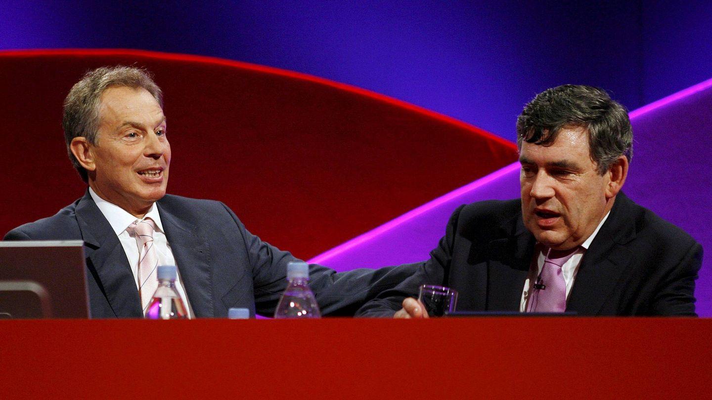 Gordon Brown y Tony Blair, durante la conferencia anual del Partido Laborista británico, en Mánchester, en 2010. (EFE)