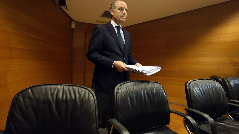Camps, el día en que compareció en la comisión de investigación de las Cortes sobre el accidente del metro. (EFE)