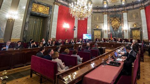 Concentración de antindependentistas en los alrededores del Tribunal Supremo por el juicio del 'procés'