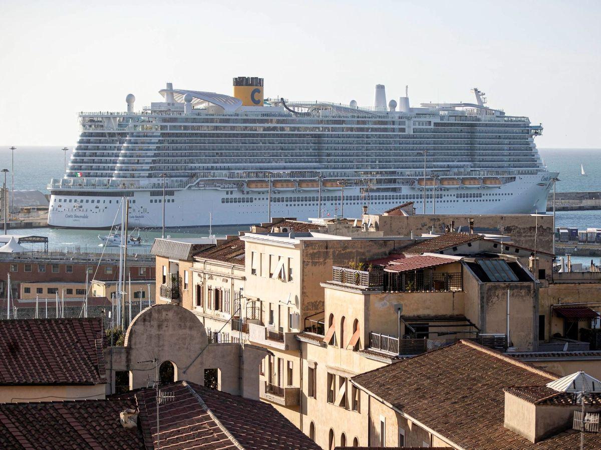 """Foto: Crucero """"Costa Esmeralda"""" en el puerto de Civitavecchia en Roma, en una imagen de archivo (EFE)"""