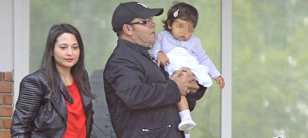Foto: Eduardo Cruz y Carmen Moreno con su hija Salma en una imagen de archivo. (Gtres)