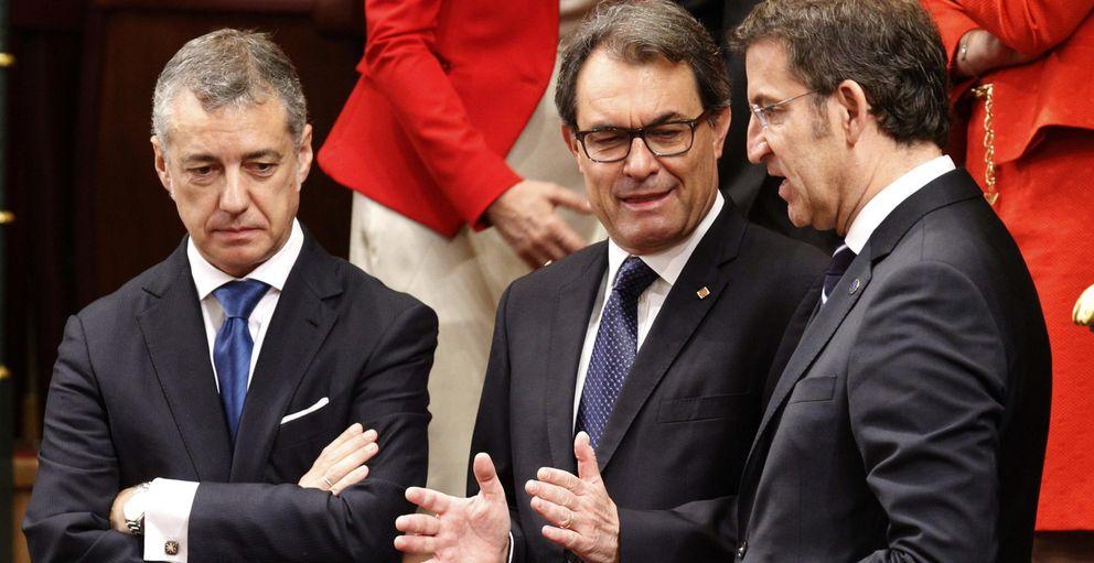 Foto: El lehendakari, Iñigo Urkullu (i), Artur Mas (c) y Alberto Núñez Feijóo (d) (Efe)