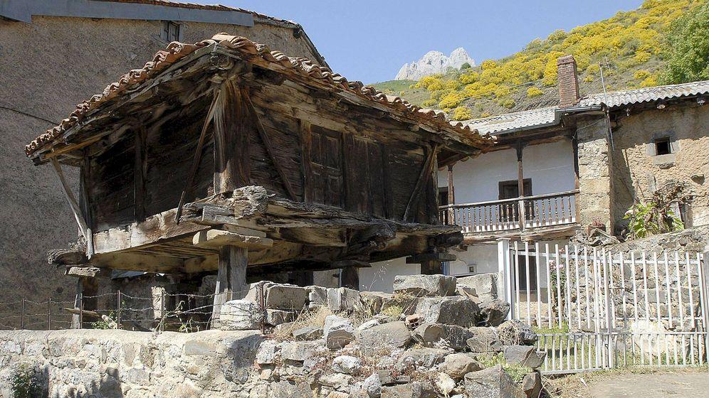 Foto: Un hórreo similar a este se desplomó en Borines. (EFE)