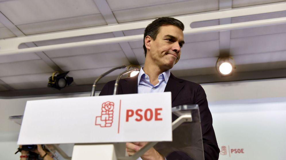 Foto: Pedro Sánchez durante la rueda de prensa en la que anunció su dimisión, este 1 de octubre. (EFE)