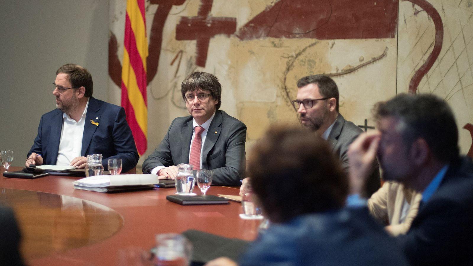 Foto: El presidente de la Generalitat, Carles Puigdemont (d), y el vicepresidente, Oriol Junqueras (i). (EFE)