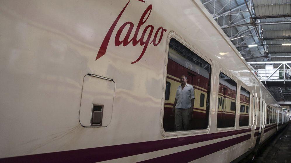 Foto: Tren de Talgo en la estación de Bombay (India)