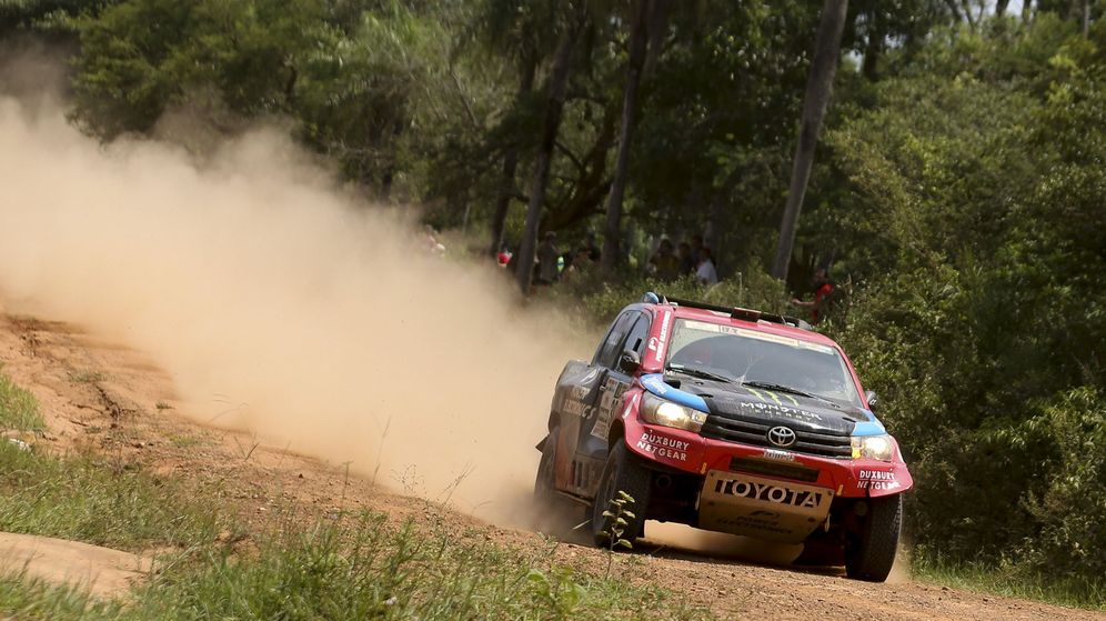 Foto: Al-Attiyah con su Toyota durante la primera etapa del Rally Dakar entre Asunción y Resistencia (Argentina).