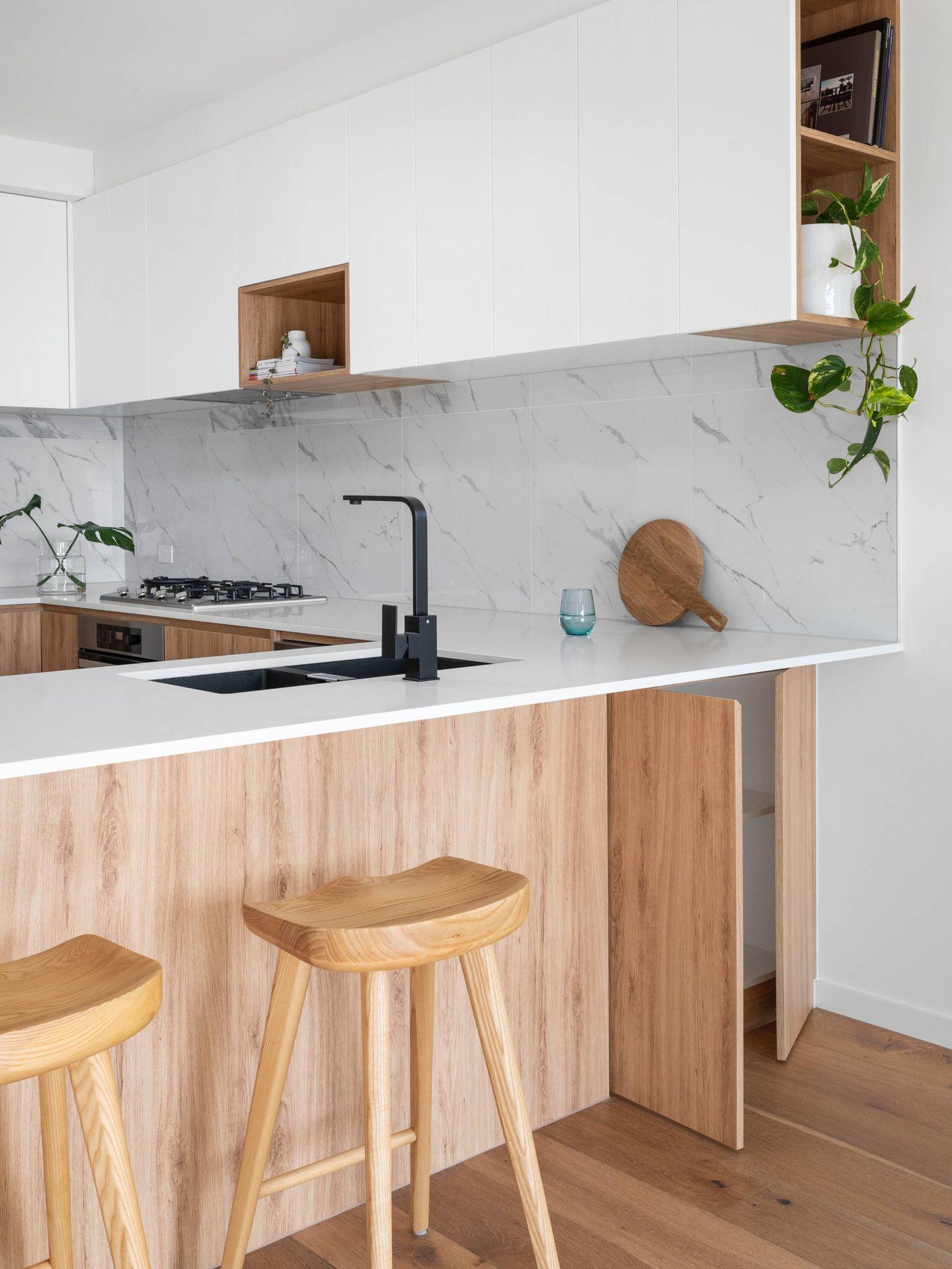 Beneficios deco de una cocina panelada. (R Architecture para Unsplash)