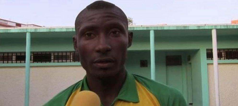 Foto: Albert Ebossé Boojongo, durante una entrevista con su equipo, el  JS Kabylie.