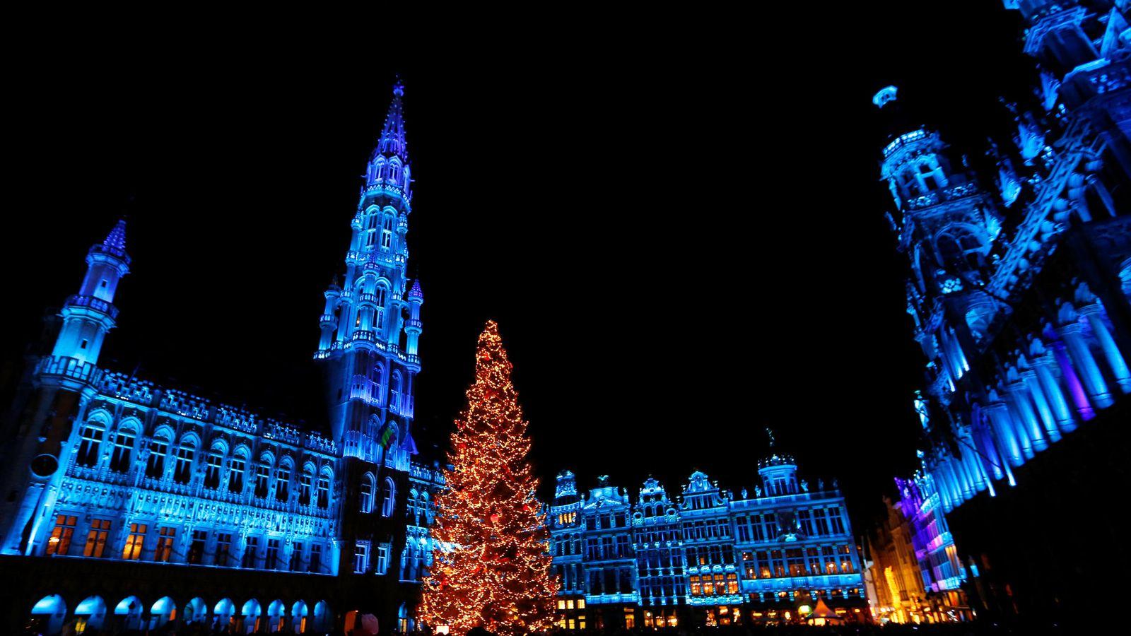 Foto: La Grand Place de Bruselas, en Navidad (Reuters)
