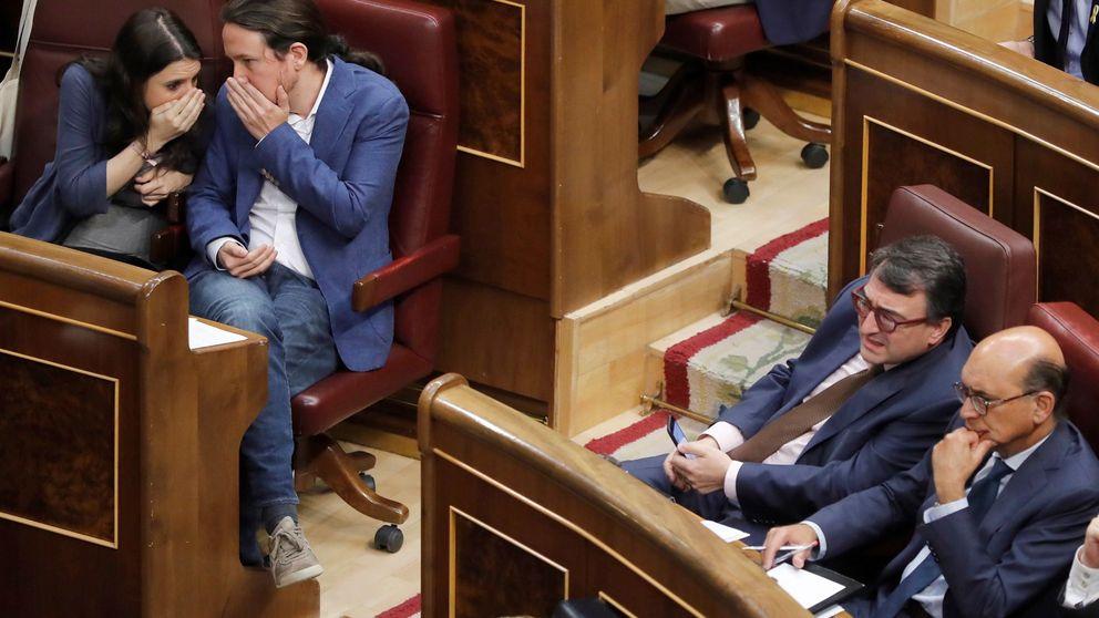 Tensión, mensajes a los móviles y bronca entre diputados en la moción de censura