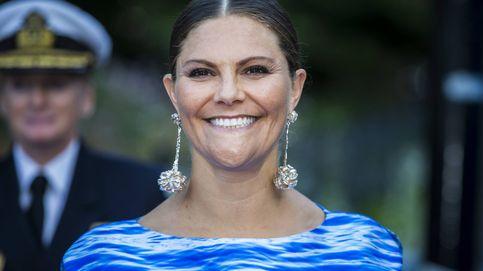 Victoria de Suecia va 'como una ola' a una entrega de premios