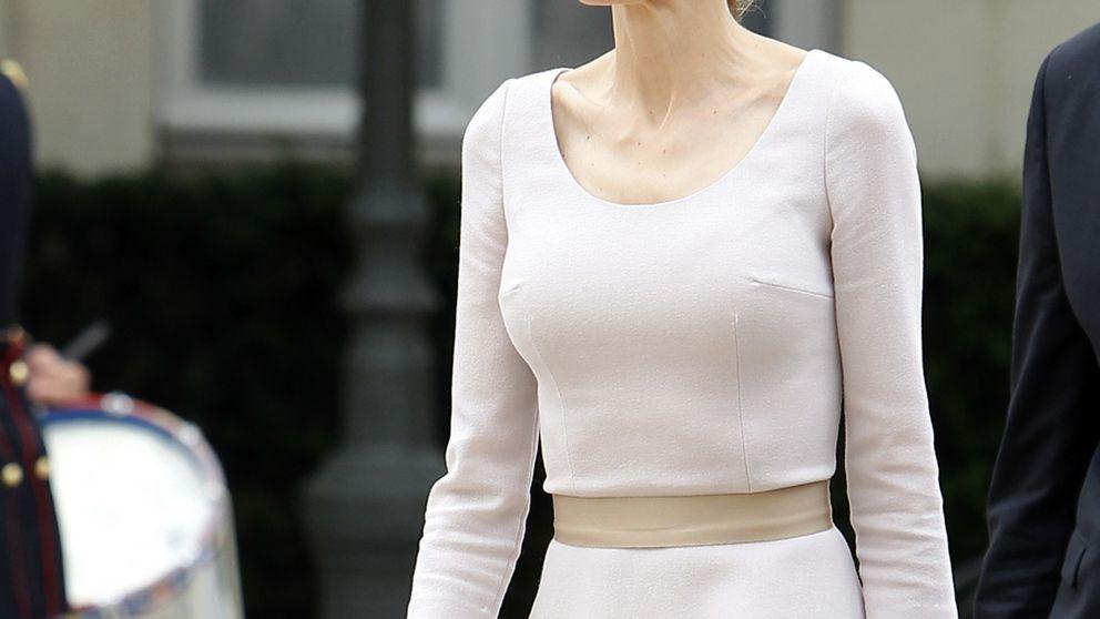 Lo que Doña Letizia debería vestir para triunfar en París