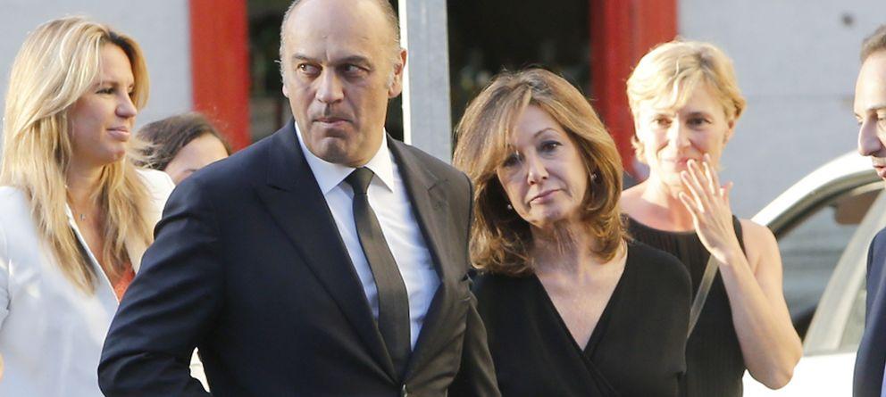 Ana Rosa, arropada por la viuda de Luis García Cereceda