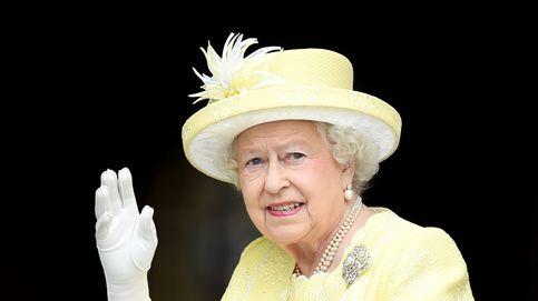 El gran secreto de Isabel II: tiene un guante de peluche para saludar