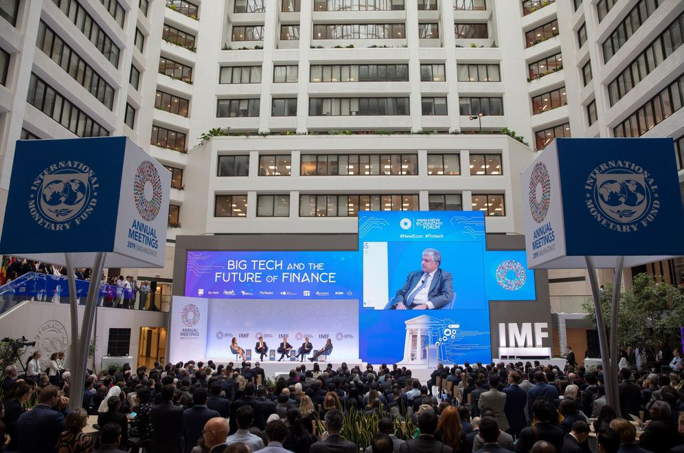 Foto: Debate sobre el futuro de las finanzas y las 'big tech', en la sede del FMI. (EFE)