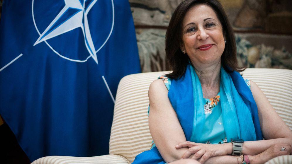 Foto: La ministra de Defensa, Margarita Robles, en un momento de la entrevista. (Carmen Castellón)