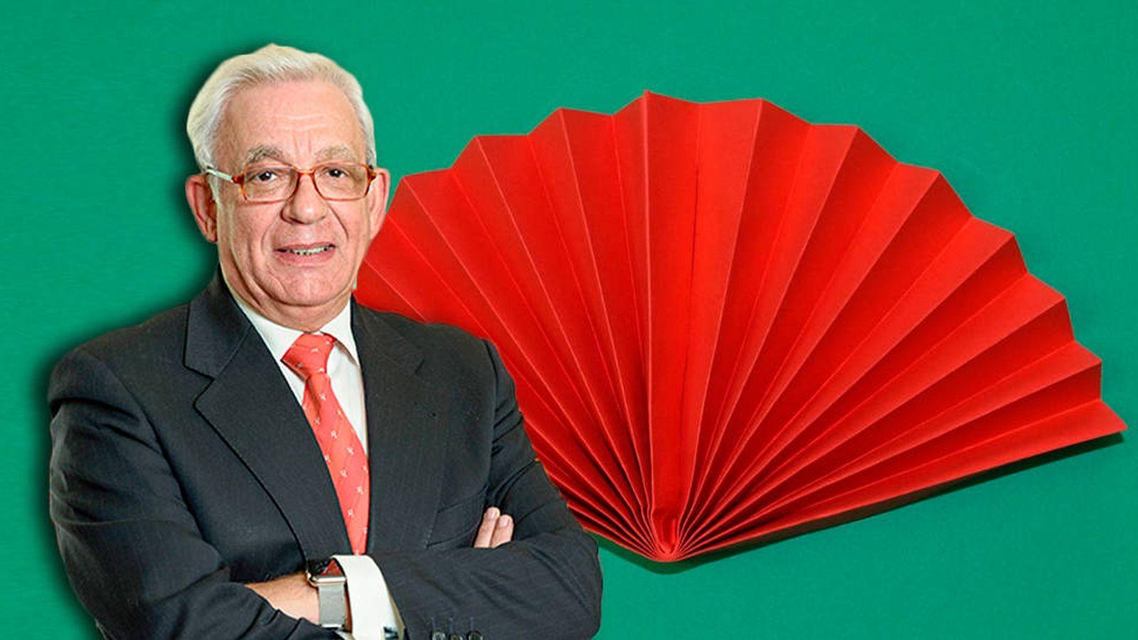 Foto: Jesús Sánchez Martos, consejero de Sanidad de la Comunidad de Madrid, propone abanicos de papel para pasar la ola de calor
