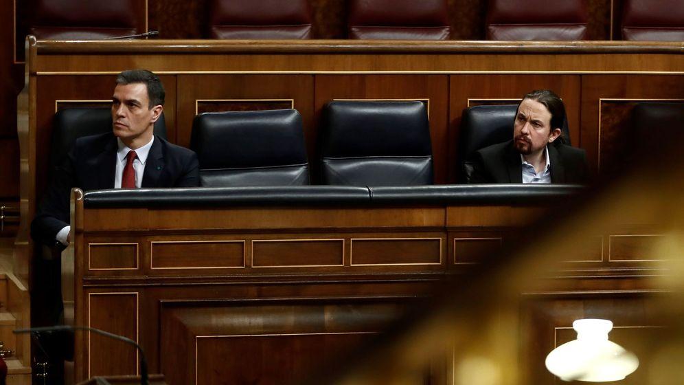 Foto: El presidente del Gobierno, Pedro Sánchez, y el vicepresidente, Pablo Iglesias, en el Congreso. (EFE)
