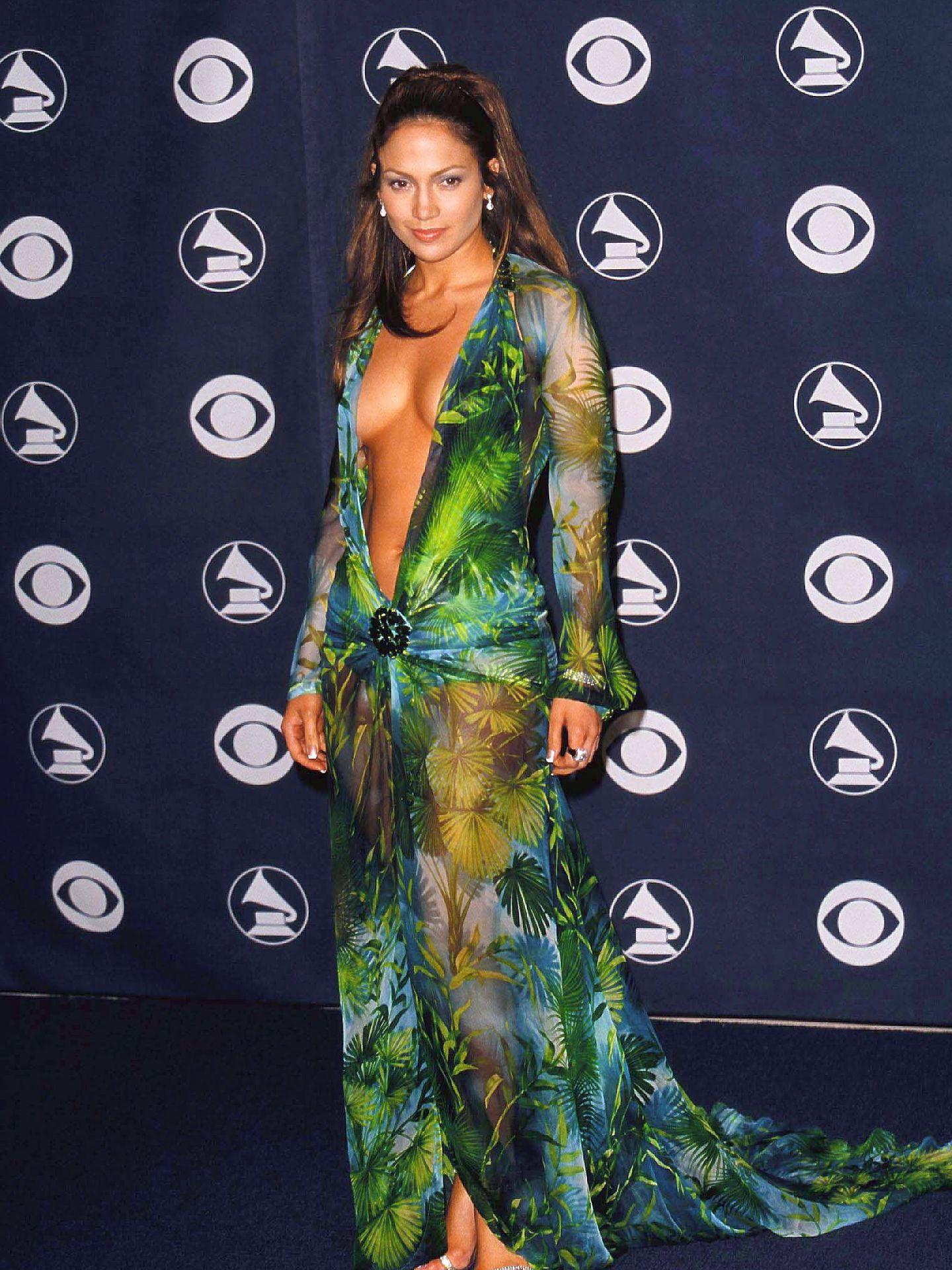 Jennifer Lopez, en el año 2000 con el vestido de Versace. (El Confidencial)