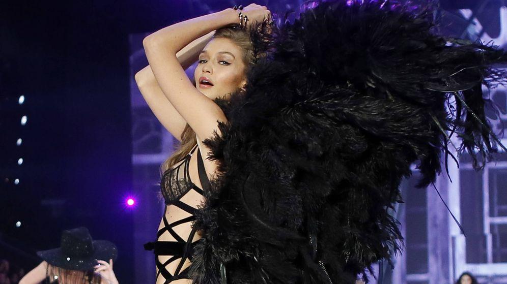 Foto: La modelo Gigi Hadid desfilando para Victoria's Secret. (Gtres)