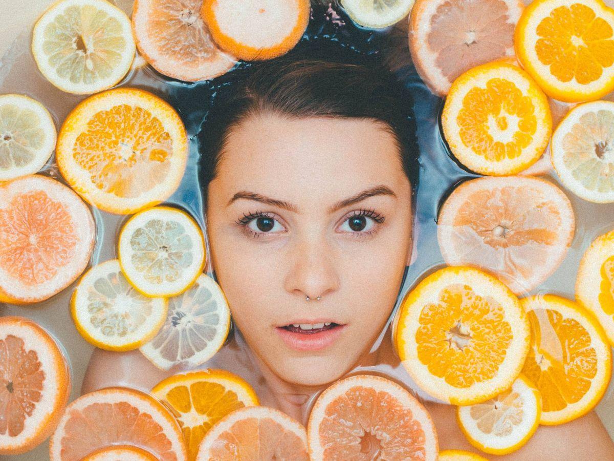 Foto: La limpieza es fundamental para una rutina de cuidado facial efectiva. (Unsplash)