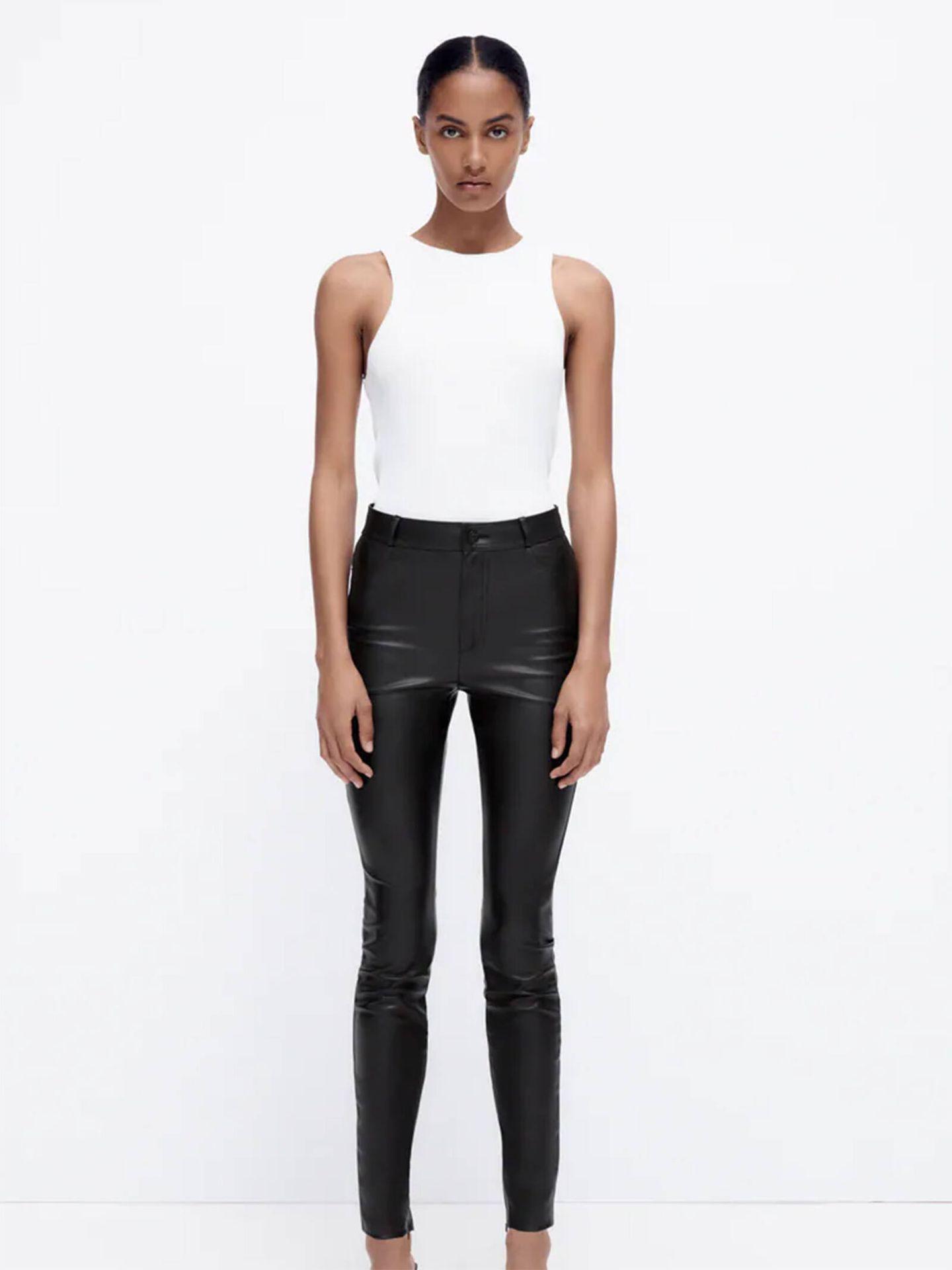 Los leggings efecto piel de Zara son un básico imprescindible de fondo de armario. (Cortesía)