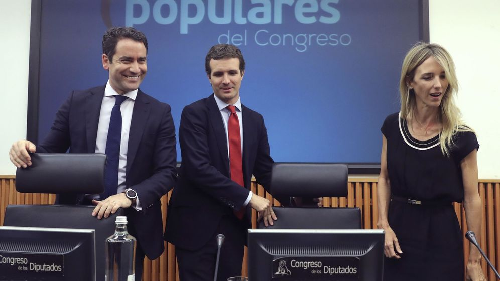 Foto: El secretario general del PP, Teodoro García Egea; el líder del partido, Pablo Casado, y la nueva portavoz popular en el Congreso, Cayetana Álvarez de Toledo. (EFE)