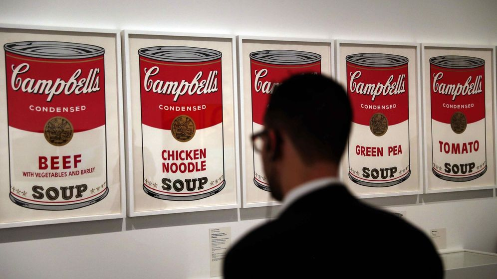 Foto: La obra 'Sopa Campbell's' de 1968 es una de las 350 obras que incluye la exposición 'Warhol. El arte mecánico' en el Caixaforum de Barcelona. (EFE)